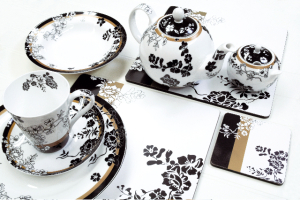 Creative Tops launches V&A fine china dinnerware